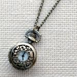 Кулон-часы Mitya Veselkov средний «Листочки и птичка»